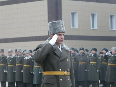 На фото: начальник училища полковник ВДВ Анатолий Концевой