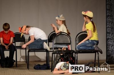 В первый день на сцене Дома народного творчества свои лучшие спектакли показали детские театры из Скопина, Рязани, Шилова, Мурмина и Касимова