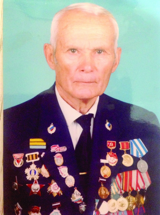На стенде ветеранов спорта - участников войны - фотография Евгения Ивановича на почетном месте.