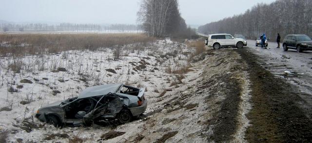 """Серьезных увечий никто не получил, однако водитель и пассажир """"Жигулей"""" доставлялись в больницу."""