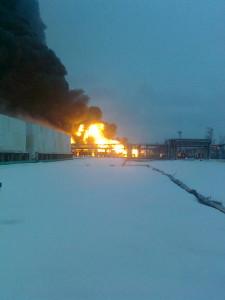 Четыре цистерны горят на рязанском нефтезаводе. Фото: МЧС России по Рязанской области.
