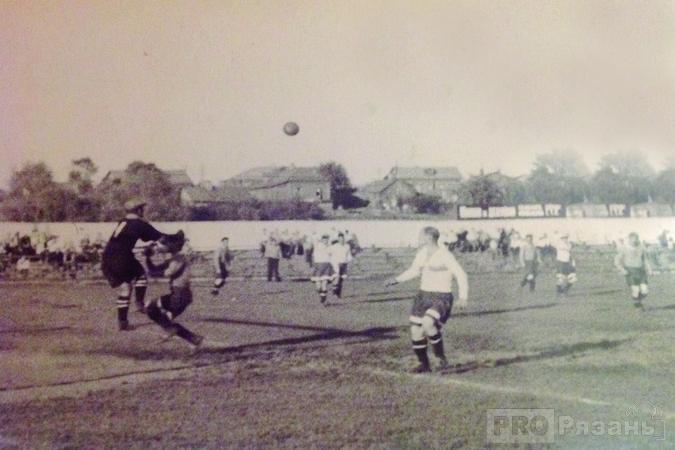 В те времена многие любители футбола приходили на стадион, только чтобы увидеть в игре вратаря Дорофеева. Фото из архива Анны Лащук.
