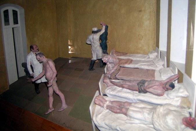Пациенты в смирительных рубашках и суровые санитары, которые закалывают шприцами буйных больных, остались в далеком прошлом. Но некоторых рязанцев эти картины пугают и сегодня. Фото Оксаны Калашниковой.