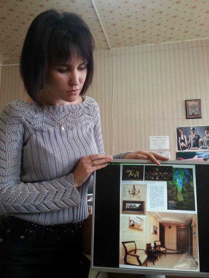 """Журналисты """"Родного города"""" знакомятся с апартаментами Финансиста. Фото Александра Ефанова."""
