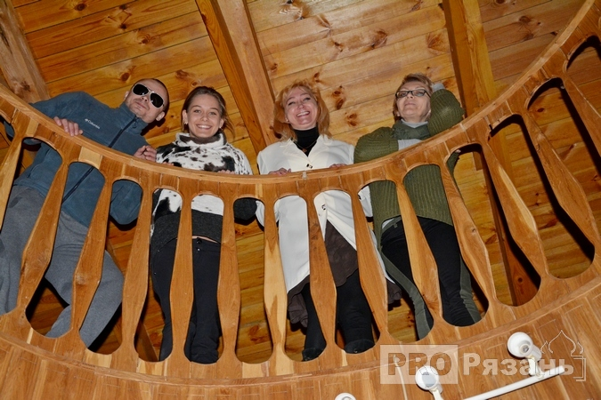 Анжелика Андриевская с сестрой Ларисой (справа), дочерью Ниной и племянником Ярославом. Фото Александра Ефанова.
