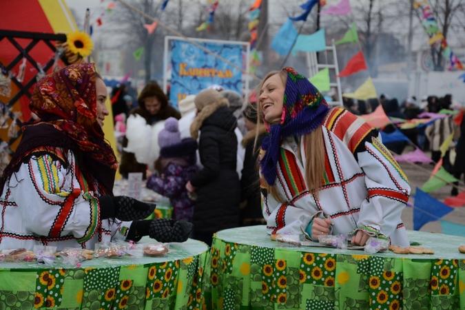 Смех и веселье на Масленице. Фото Александра Ефанова.