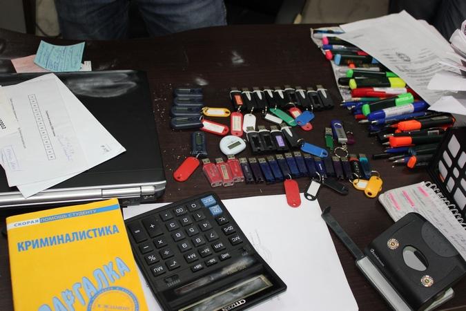 Более сотни флешек с данными по фирмам-одневкам нашли полицейские у Финансиста.