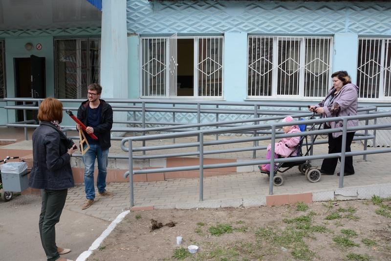 Пандус у поликлиники №6. К сожалению, не все инвалиды могут до него добраться.