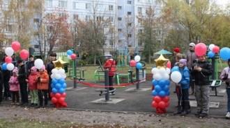 На фото: открытие спортплощадки  на улице Интернациональной