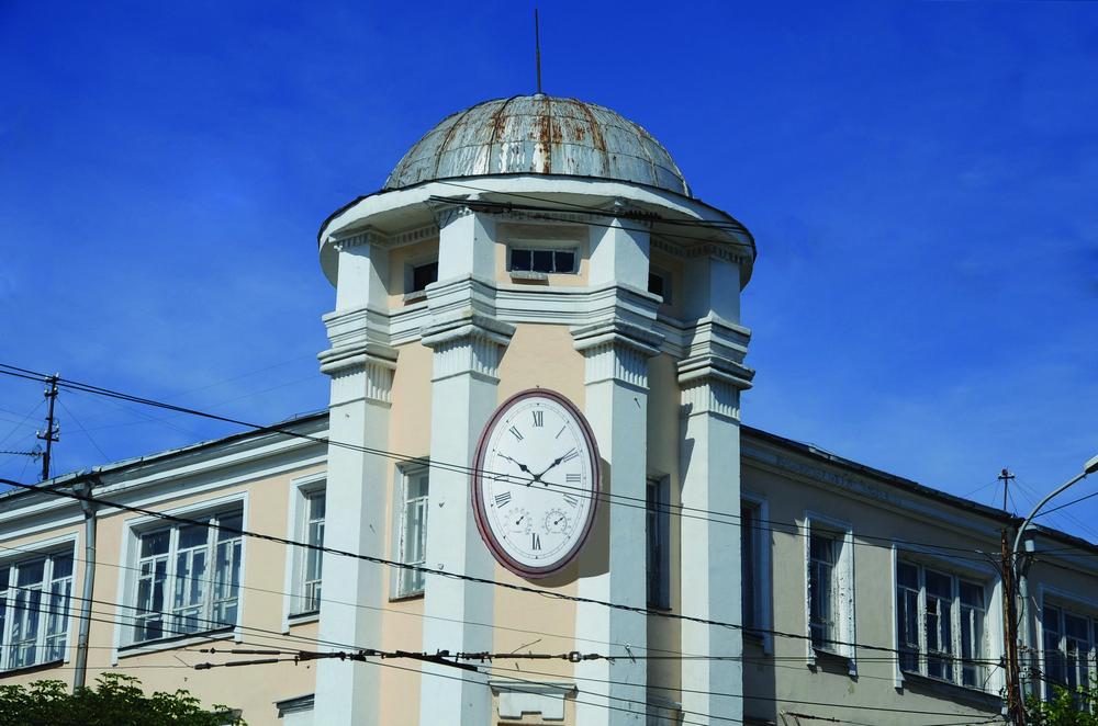 Часы неплохо бы смотрелись на многих рязанских зданиях.