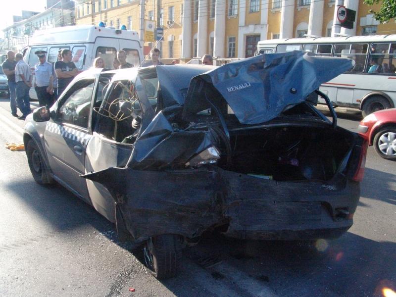 Девочка, сидевшая за водителем, погибла на месте аварии.