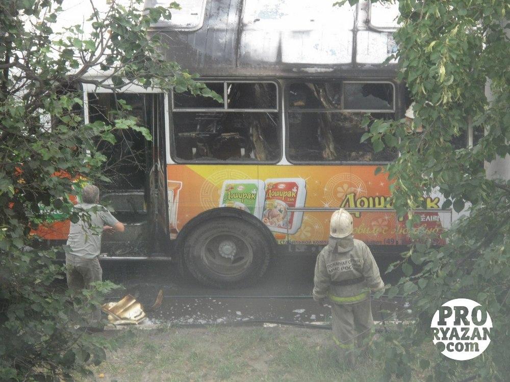 Салон автобуса выгорел полностью.