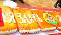 Рязанцы угостились двухсотметровым пирогом