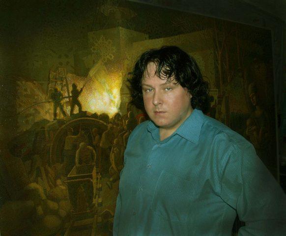 Алексей Акиндинов на фоне картины.