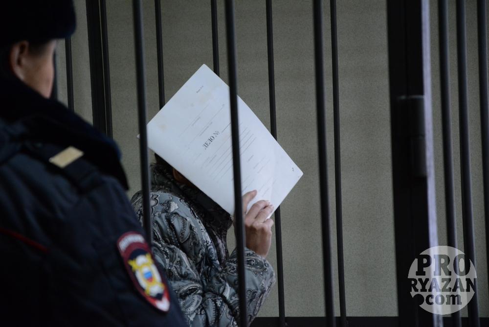 Мать погибшей девочки тоже обвиняется в истязании и убийстве. Фото Александра Ефанова.