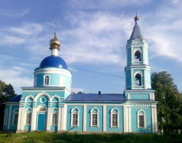 на фото Храм Покрова Божьей Матери, с. Ясенок фото с сайта http://uzrf.ru/