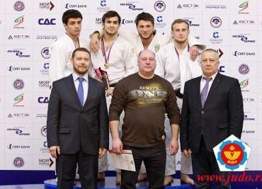 D_Gagik_Zakaryan_-_verhniy_ryad_vtoroy_sleva-800x600